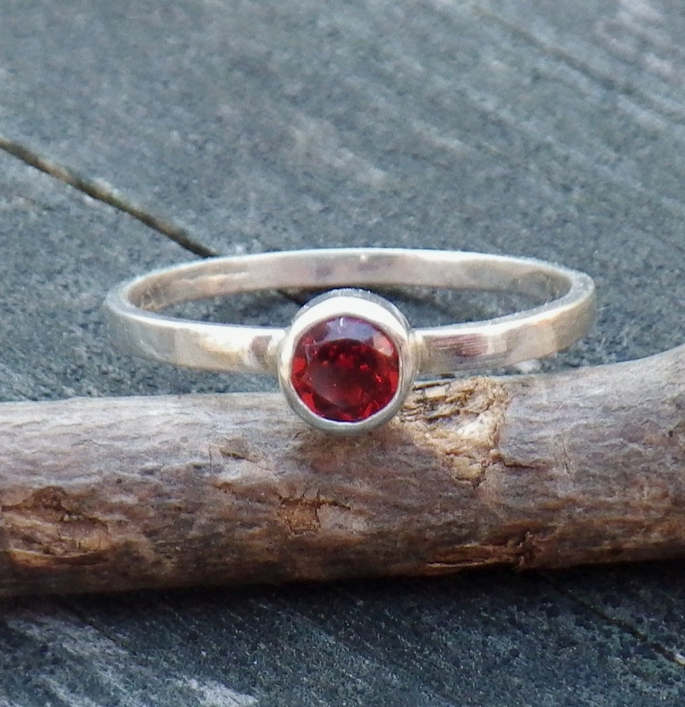Garnet ring / sterling silver ring / tiny gemstone ring / gift for her / jewelry sale / stackable ring / January birthstone ring / dainty