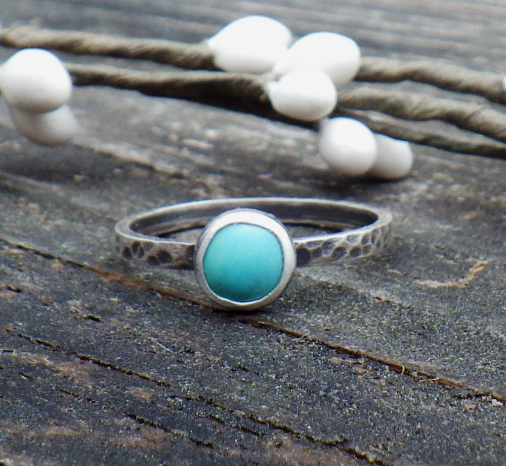 Kingman turquoise sterling silver ring / American turquoise ring / dainty turquoise ring / gift for her / turquoise stacking ring / boho