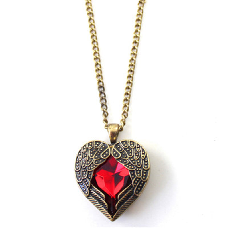 2018 Selling fashion pendant Every heart card necklace vintage red wing Crystal heart pendant necklaces womens jewelery