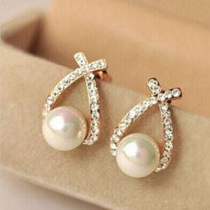 Elegant and Charming Gold Crystal Stud Earrings classic Pearl Earrings For Woman