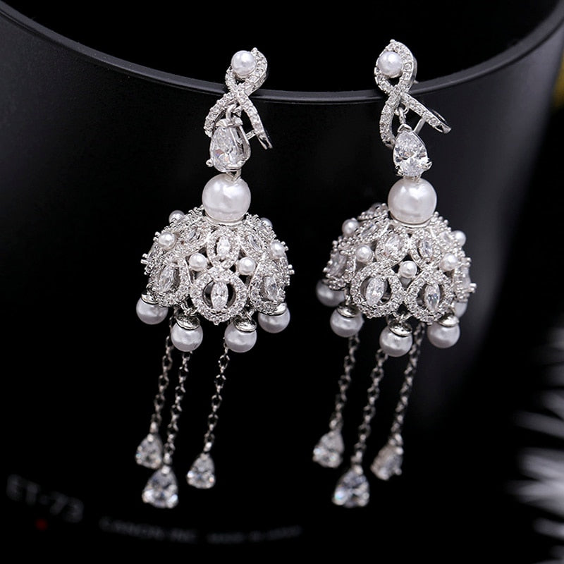 Fashion 2018 European Classic Creative Fringed Pearl Stud Earrings Crystal Charm Bride Wedding Gift Jewelry Accessories