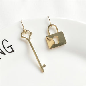 MTCHONG Personality Hollowed Out Asymmetric Key Gold Lock Drop Earrings For Women Vintage Earrings Jewelry 687