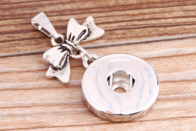 New Beauty Simple Bow Metal snap Pendant Necklace 50cm fit 18mm snap buttons fashion DIY Fittings for necklace wholesale XL5058