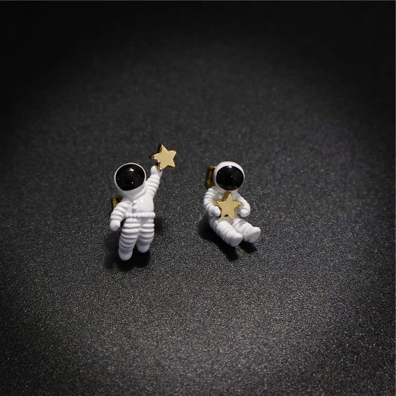 Unique Lovely Sky Space Astronaut With Star Stud Earrings Korea Creative Cute Asymmetric Brincos For Women Girl Galaxy Jewelry