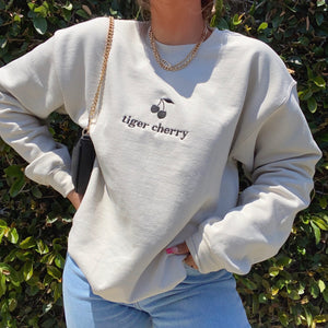 official cherry babe crew neck (NUDE)