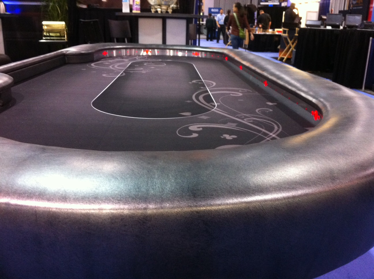 Feature poker table