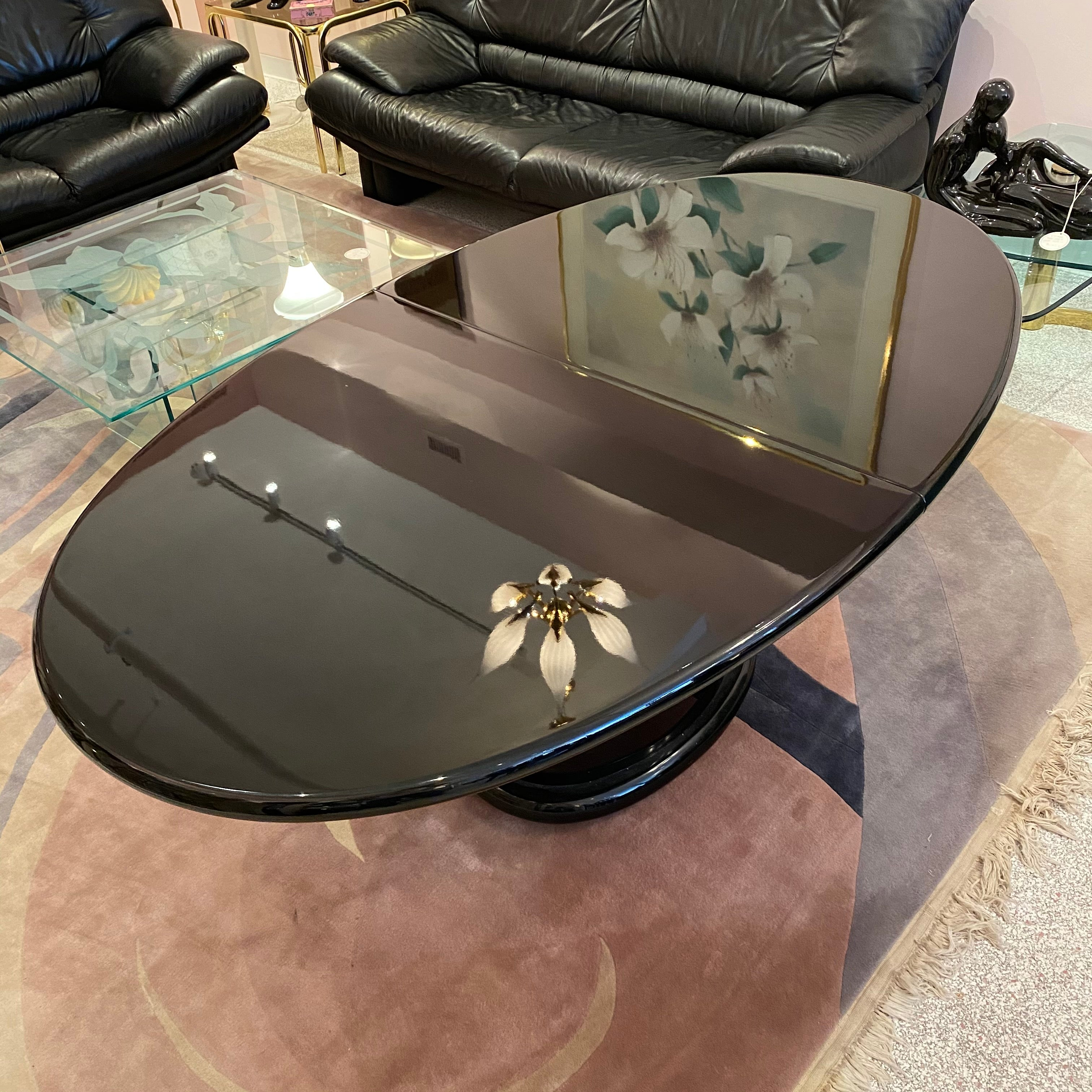 1980s Italian Black Lacquer Extendable Oval Dining Table