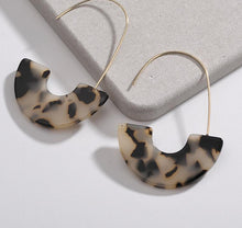 Load image into Gallery viewer, Leopard Tortoise Shell Drop Earrings - Peachy Cola
