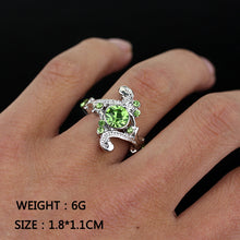 Load image into Gallery viewer, Glamorous Green Crystal Potter Ring