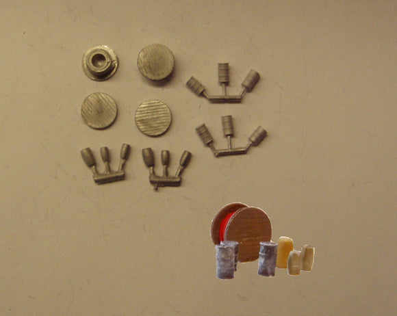 B483 (2) Cable drums, oil drums & barrels - N GAUGE -