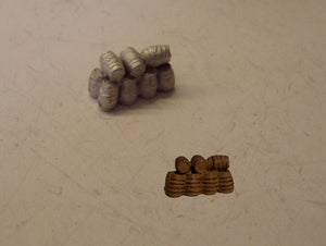 B488 (1) Stack of small barrels - N GAUGE -