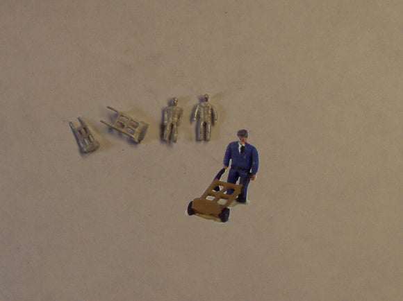 B62 (1) Porters and sack trucks (2) - N GAUGE -