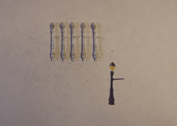 C14 (1) Gas street lights - medium (5) - N GAUGE -