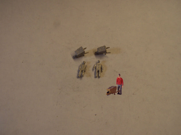 C24 (1) Man pushing wheelbarrow (2) - N GAUGE -