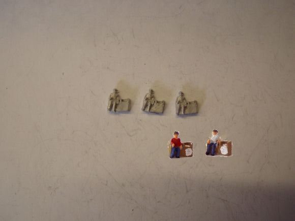C29 (1) Newspaper sellers (3) - N GAUGE -