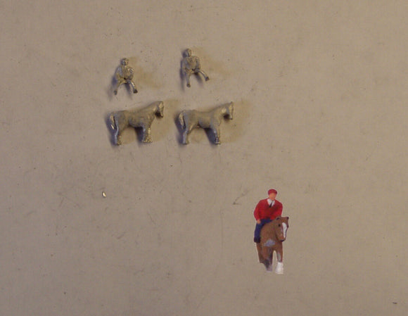 C49 (1) Horses and riders (2) - N GAUGE -
