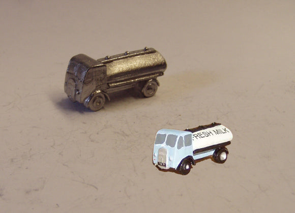 E85 (1) ERF short wheelbase tanker (intro 1948) - N GAUGE -