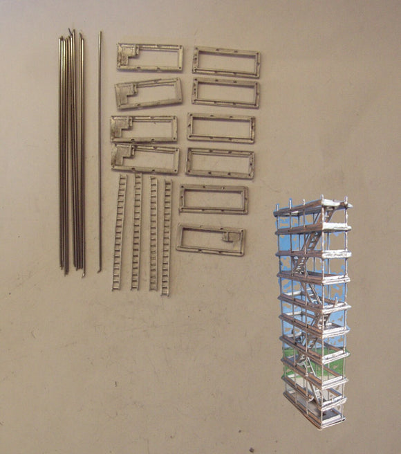 M22 (4) Stair type access tower (height 72mm) - N GAUGE -