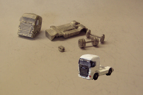 MV130 (3) Scania 2+4 Tractor unit - N GAUGE -