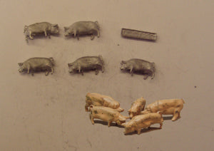 PW100 (1) Pigs (5) & 1 trough - OO GAUGE -
