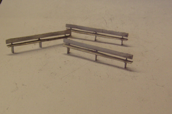 PW211 (1) Long park benches/platform seats (3) - OO GAUGE -