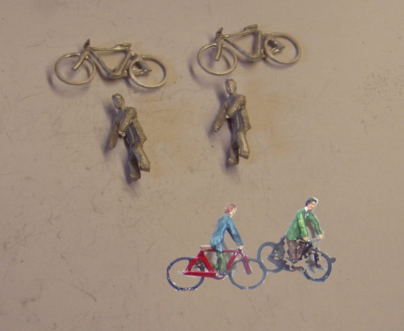 PW218 (1) Bikes and cyclists (2) - OO GAUGE -