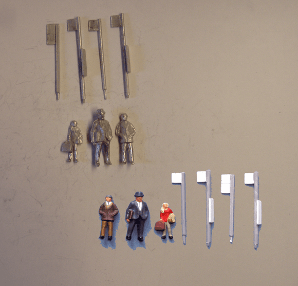 PW268 (1) Bus stops (4) & waiting passengers (3) - OO GAUGE -