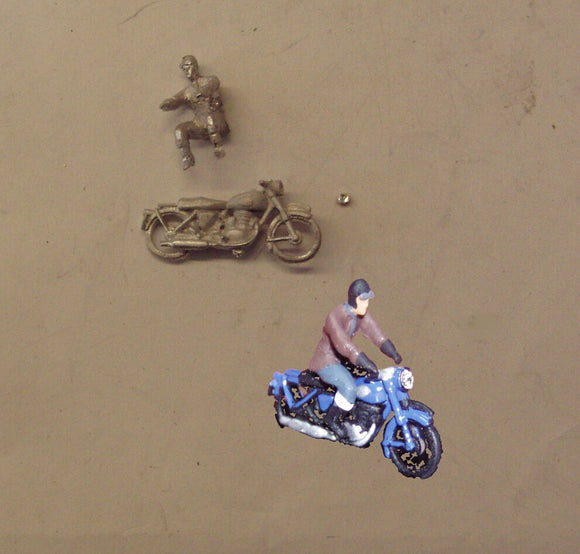 PW33 (1) 1950's Motorcycle and rider - OO GAUGE -