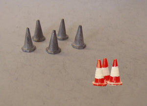 PW59 (1) Motorway style cones (5 @ 15mm) - OO GAUGE -