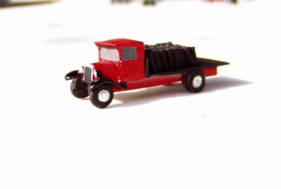X28 Bedford coal lorry with load (intro. 1931) - N GAUGE -