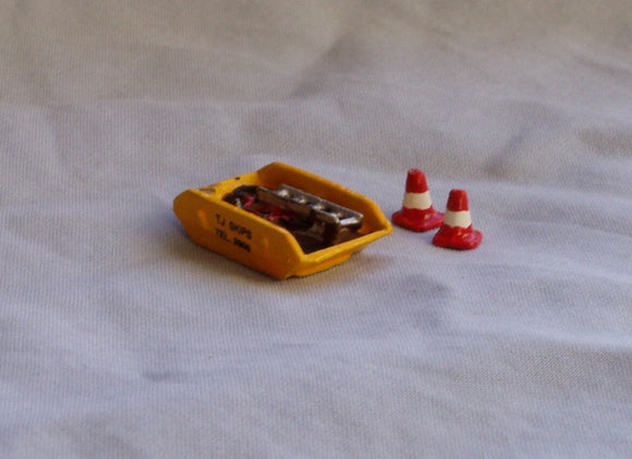 X43 Skip and road cones - N GAUGE -