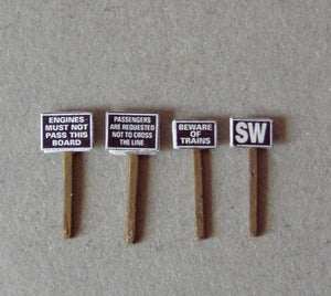 X44 Trackside signs incl. printed notices - N GAUGE -
