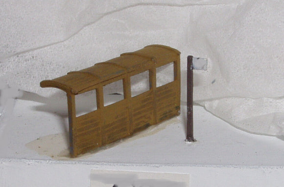 X61 Bus stop and covered bus shelter - N GAUGE -