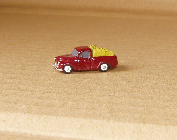 X74f Morris Minor Pickup with hay bale load (intro 1956) - N GAUGE -