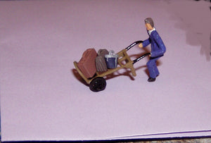 Z17 Porter, handcart and luggage - OO GAUGE -