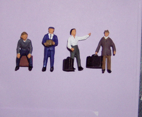 Z01  People with luggage (4) - OO GAUGE -