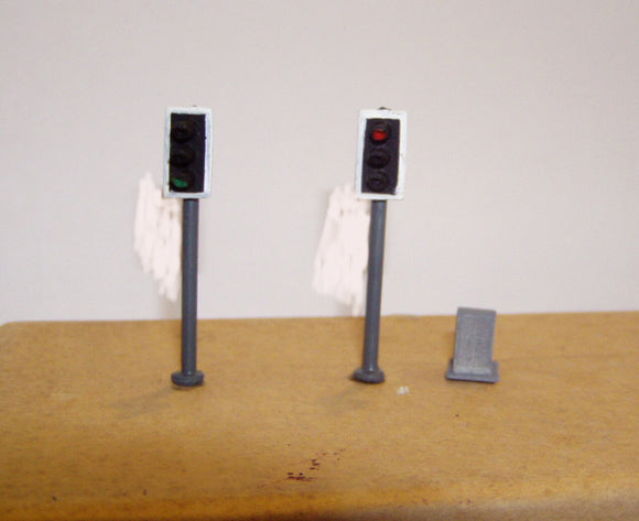 Z45 Modern traffic light (2) single head (1973 on) + control box - OO GAUGE -