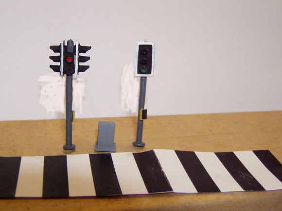 Z47 Pedestrian crossing lights (2) & zebra crossing + control box - OO GAUGE -