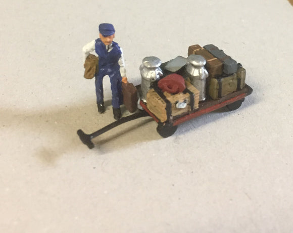 Z50 Loaded platform trolley and porter with cases - OO GAUGE -
