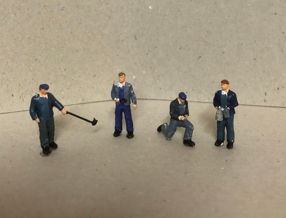 Z56 Depot workers including wheel tapper (4) - OO GAUGE -