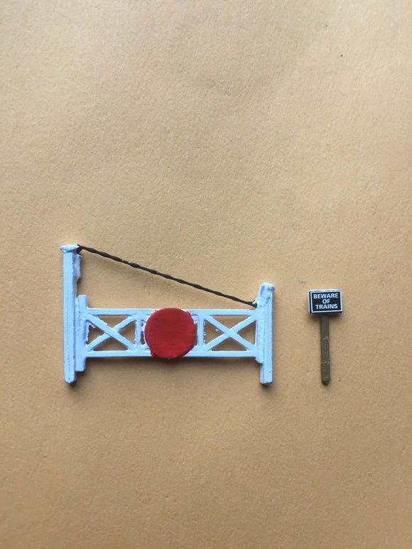 X60 Single track level crossing gates / bye law notice boards - N GAUGE -