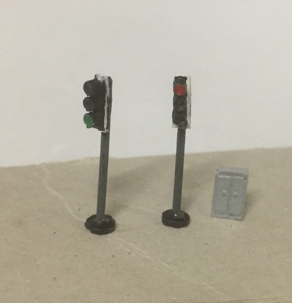 X69 Modern traffic lights ( 2) - single head with control box - N GAUGE -