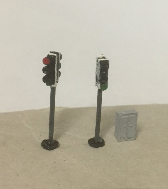 X70 Modern traffic lights (2) - double head plus control box - N GAUGE -
