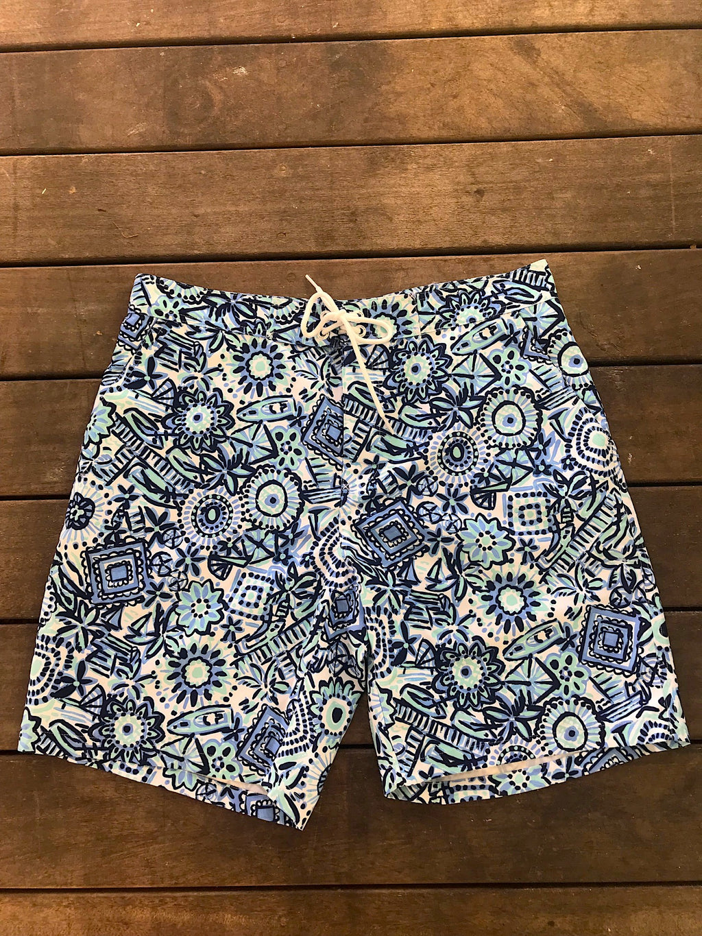 surf short with pockets and cool Caribbean print