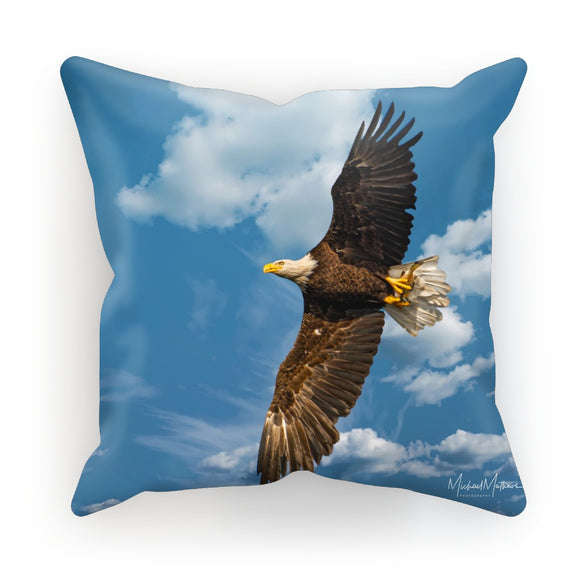Bald Eagle With Lunch to Go Cushion