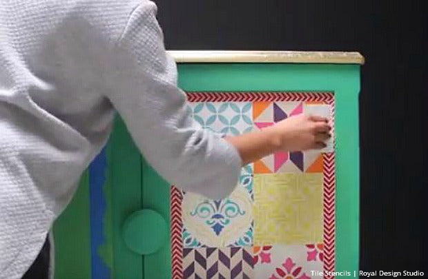 DIY Tutorial with VIDEO: Stenciling Furniture with Chalk Paint by Annie Sloan and Boho Style Tiles Stencils by Royal Design Studio