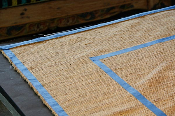 How To Stencil A Pretty Diy Rug With Chalk Paint Amp Floor