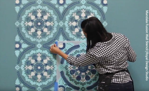 [VIDEO TUTORIAL] The Complete Guide to Wall Stencils & Wall Stenciling and Painting! DIY Tutorial - Learn How to Stencil a Wallpaper Look with Royal Design Studio