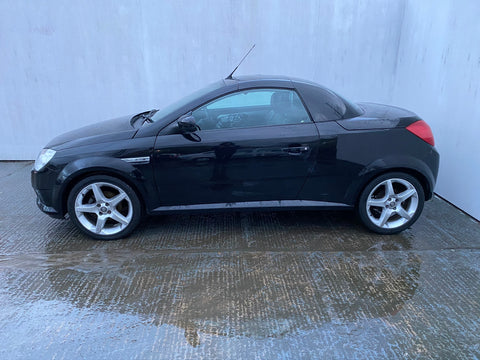 Vauxhall Tigra Exclusive Cabriolet 1.8 Black 3d 2006 GLASGOW