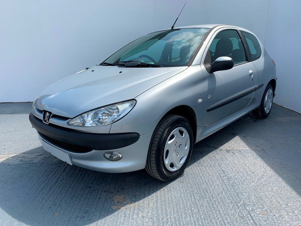 Excellent Peugeot 206 1 4 8V Zest 2 Hatchback 3D 1360Cc Gmtry Best Dining Table And Chair Ideas Images Gmtryco